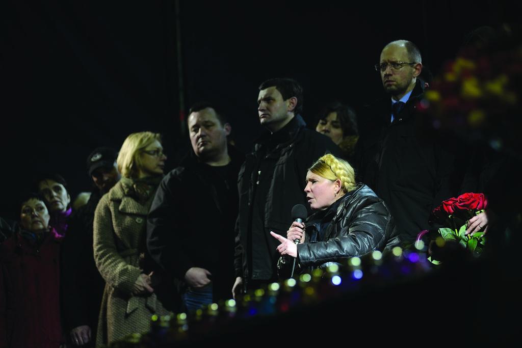 21 лютого 2014 року. Юлія Тимошенко на сцені Майдану. Після двох із половиною років ув'язнення вона вийшла на волю 22 лютого 2014 року.